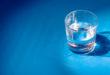 Uống nước có giúp trị mụn không?