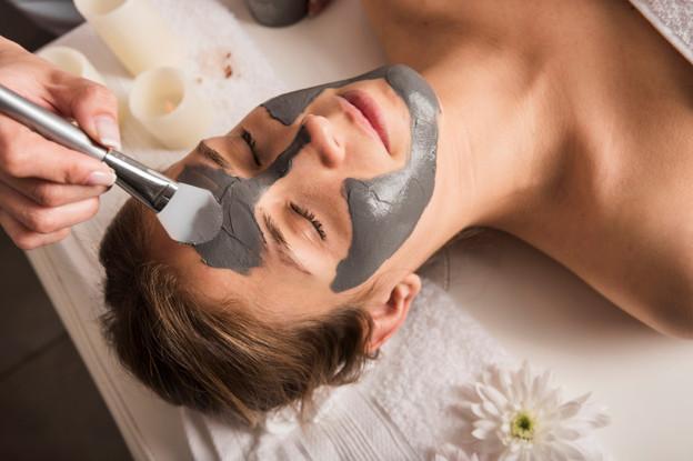 Sử dụng mặt nạ đất sét để điều trị da dầu