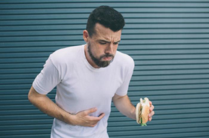 Ngộ độc thức ăn nôn ra máu
