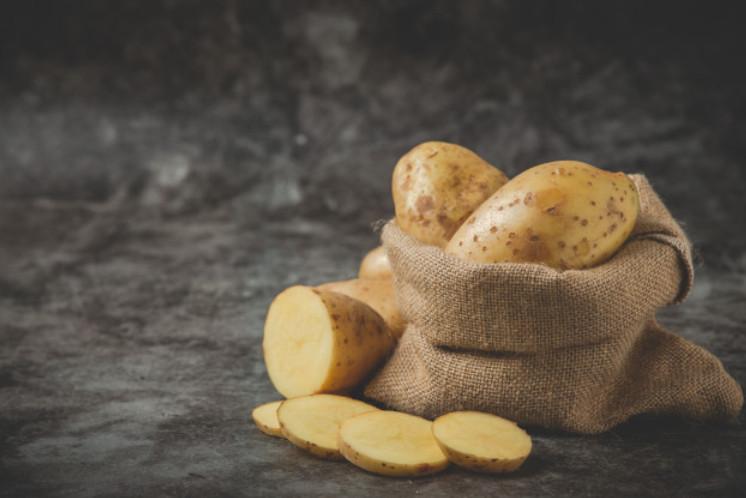 Cách trị vết thâm trên mặt bằng khoai tây