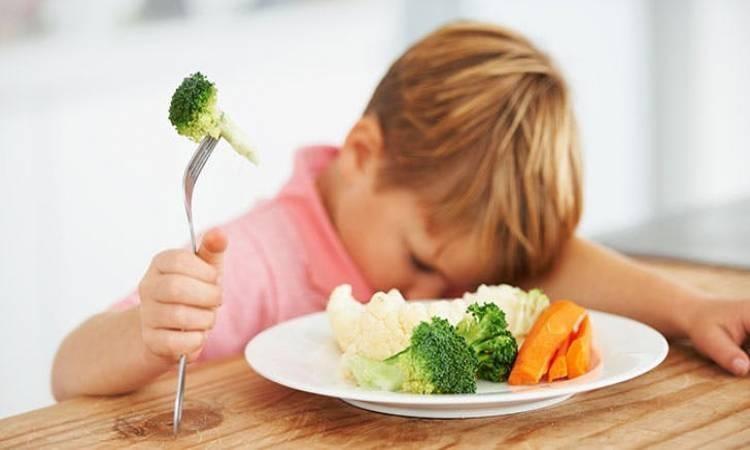 Hình ảnh em bé biếng ăn
